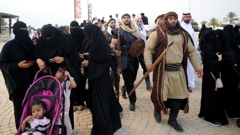 استعراضات على الخيل وشعراء جاهليون يتجولون.. في سوق عكاظ