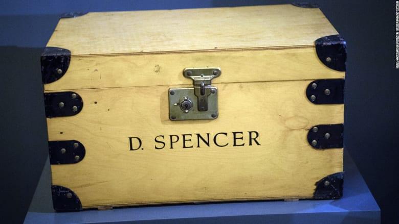 """لماذا استخدمت الأميرة ديانا هذا """"الصندوق"""" خلال طفولتها؟"""