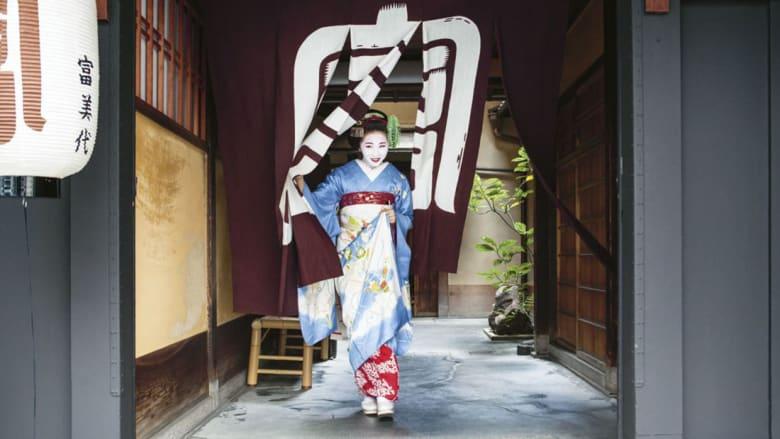 """لحظات شخصية داخل حياة متدربات """"الغيشا"""" في اليابان"""