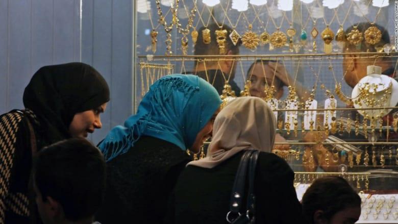 مشروبات وثياب داخلية للنساء..الموصل تنتعش بعد خروج داعش