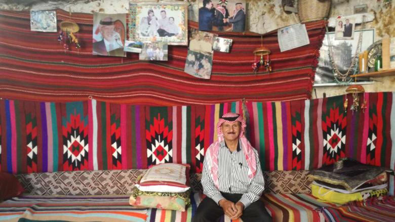 """في قلب قرية مهجورة بالأردن يجلس """"أصغر فندق في العالم"""""""