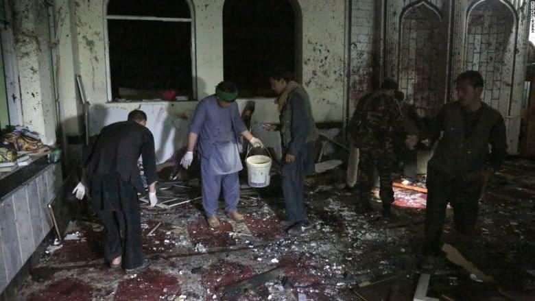 شاهد.. عشرات القتلى في هجومين على مسجدين بأفغانستان