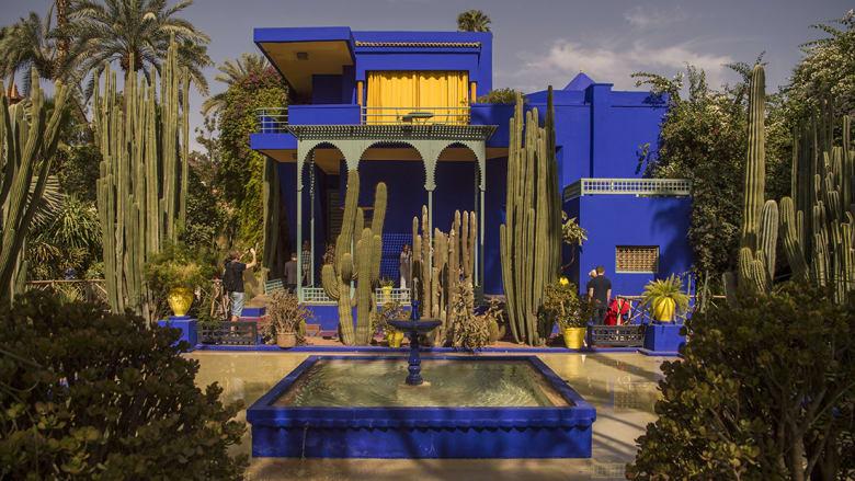 """متحف """"إيف سان لوران مرّاكش"""".. كيف أثرت """"المدينة الحمراء"""" على أعمال المصمم الفرنسي؟"""