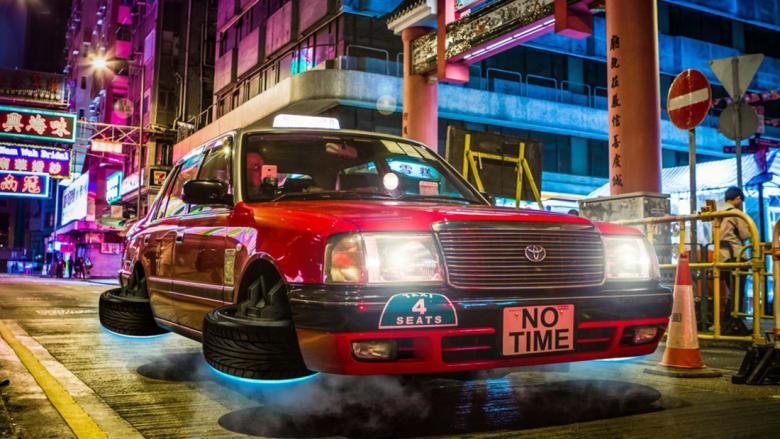 في شوارع هونغ كونغ: سيارات طائرة وسيوف ضوئية.. هذه أقصى درجات السريالية!
