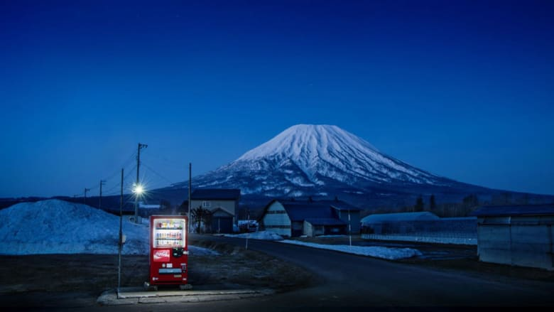 تعرّف على علاقة الحب بين اليابانيين وأجهزة البيع الآلي