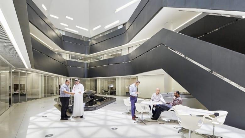 """جولة داخل """"مركز الملك عبدالله للدراسات والبحوث البترولية KAPSARC"""".. مشروع زها حديد بالسعودية"""
