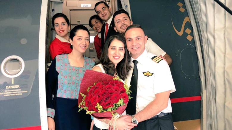 بخاتم ألماس وورد أحمر.. الرومانسية تطغى على أجواء رحلة الملكية الأردنية إلى دبي!