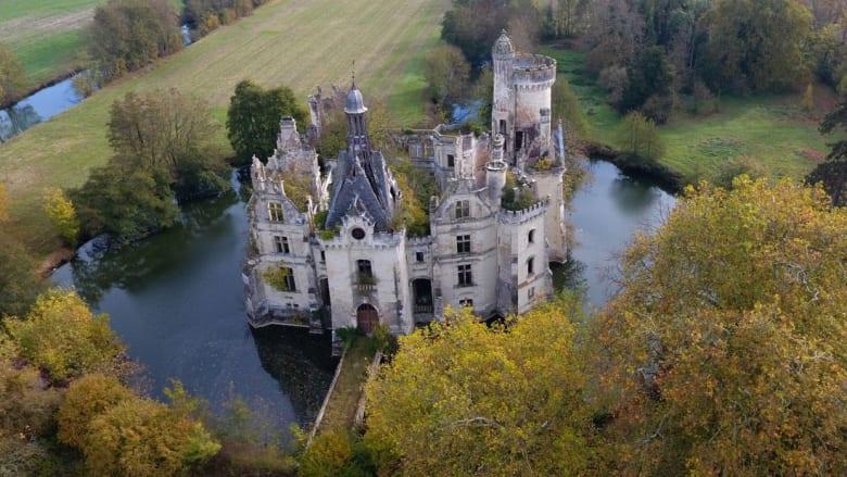 قصر فرنسي يمتلكه 9 آلاف شخص..والسبب؟