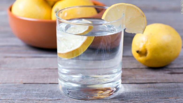 6 عادات لتناول الطعام تُصيبك بالبكتيريا