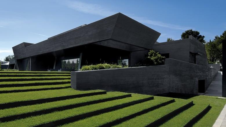 ما سر جاذبية اللون الأسود في عالم التصميم؟