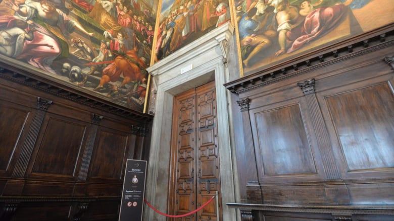سرقة مجوهرات شيخ قطري من معرض في قصر البندقية