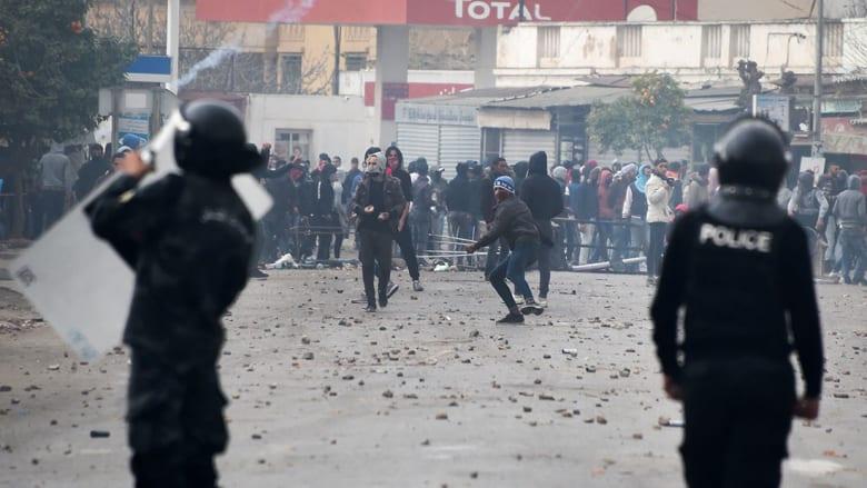 اعتقال 328 شخصا في احتجاجات تونس.. والهمامي: الائتلاف الحاكم يخدم بارونات الفساد