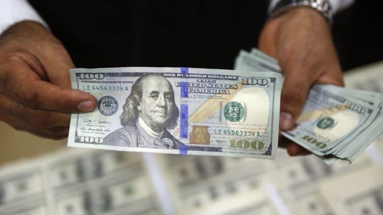 شاهد.. لماذا لم يعد الدولار الأمريكي قوياً بعد الآن؟