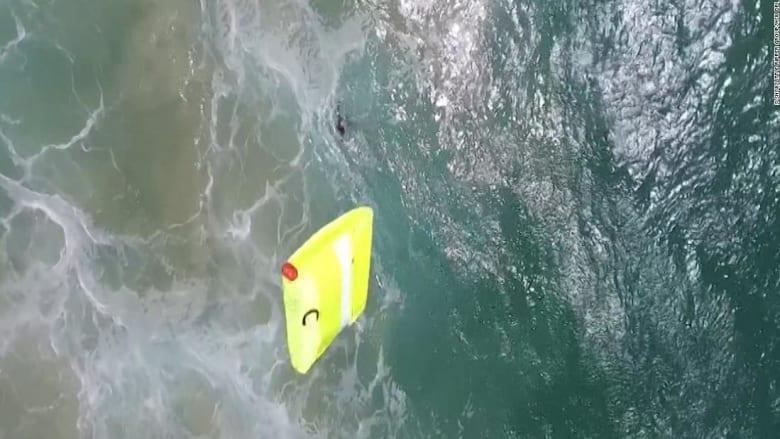 شاهد.. طائرة بدون طيار تنقذ سباحيّن من الغرق