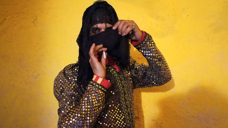 صور غير تقليدية لرجال عرب بعين امرأة