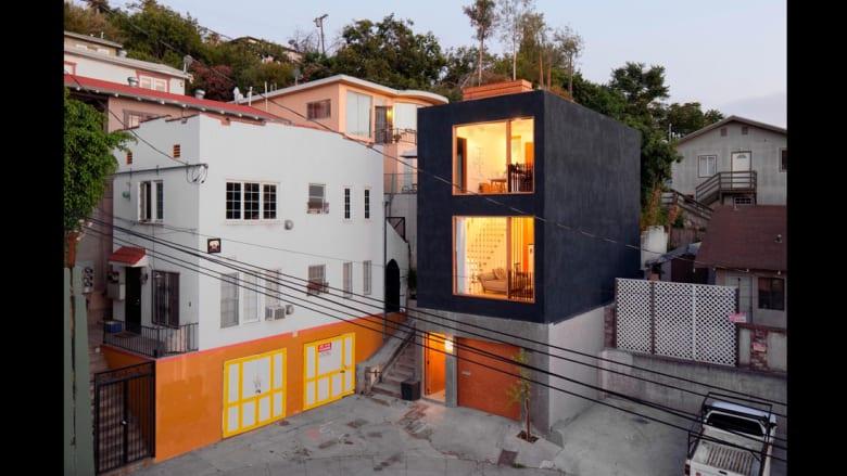 هذه المنازل النحيلة جداً هي الحل لكثافة السكّان في المدن المزدحمة!