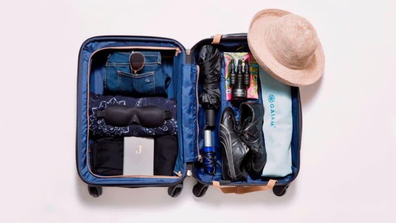 """هذه """"الرحالة"""" تسافر حول العالم بحقيبة سفر صغيرة"""