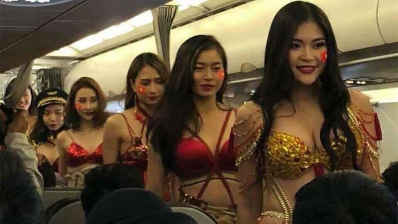 عرض أزياء ملابس داخلية على متن الطيران الفيتنامي!