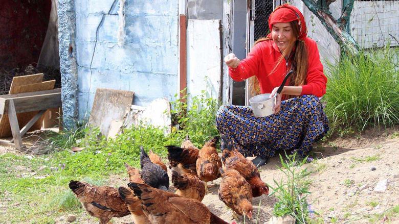 """بالصور..عارضة أزياء تركية تترك """"المهنة"""" لرعي الأغنام"""