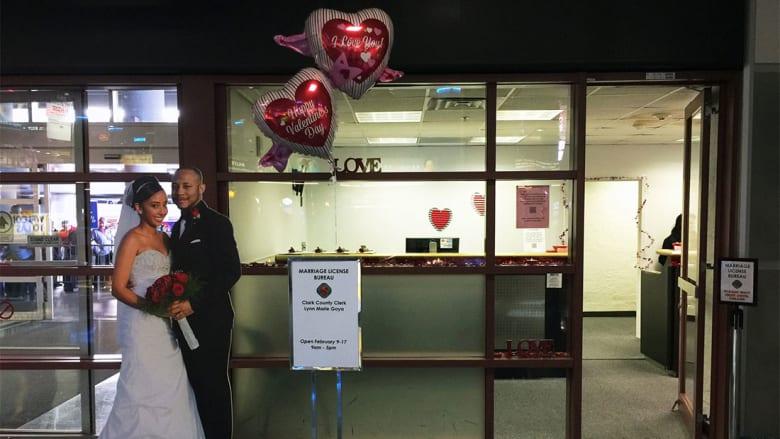 """كشك """"زواج"""" يفتتح في مطار فيغاس.. هل هناك شيء أكثر جنوناً؟"""