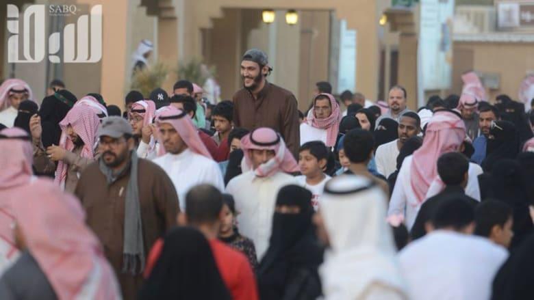 """ظهور """"الرجل العملاق"""" في السعودية..تعرّف إليه بالصور"""