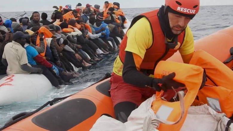 مراكز احتجاز وتعذيب.. مهاجرون يتهمون خفر السواحل الليبي بالتورط