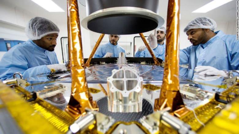 """الإمارات تبحث عن """"عقول رائعة"""" لأحدث مشروع فضائي"""
