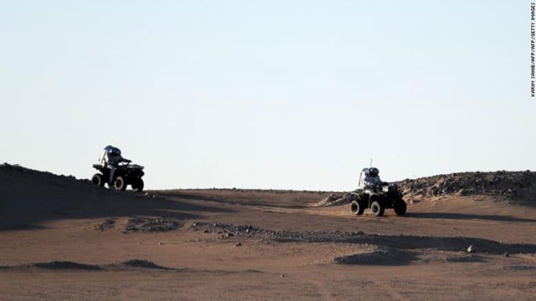 رواد فضاء على سطح الكوكب الأحمر في جنوب سلطنة عمان