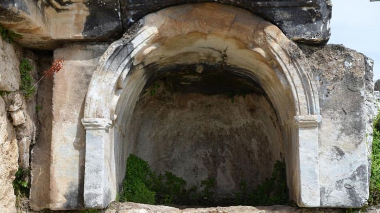 بوابة الجحيم الرومانية.. ما لغز هذا الكهف القاتل للأحياء؟