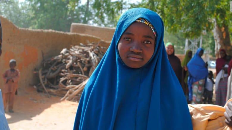 شاهد.. دموع السعادة بعد عودة فتيات نيجيريات اختطفهن بوكو حرام