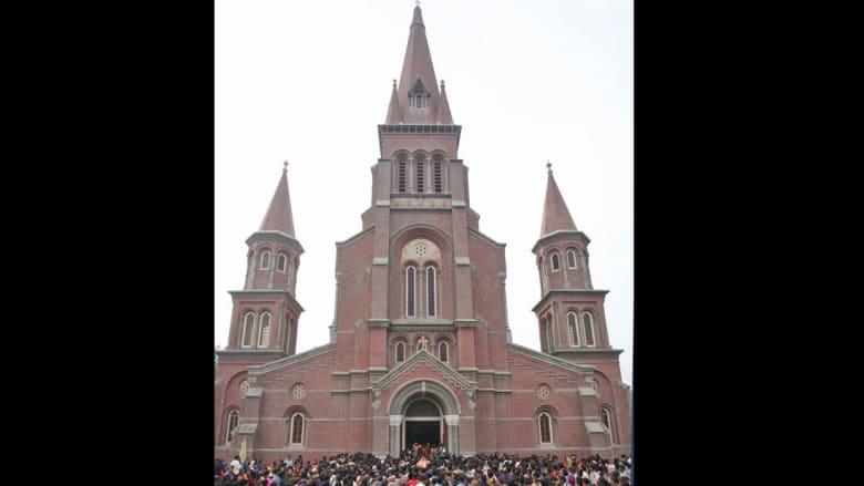 """تصاميمها رائعة وأغلب طلّابها مسلمين.. ماذا تعرف عن كنائس باكستان """"المتداعية""""؟"""