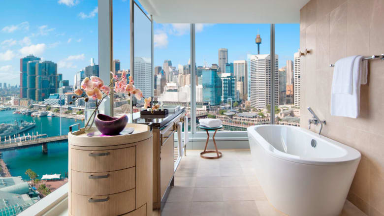 نظرة داخل أجمل أحواض الاستحمام  في الفنادق من حول العالم