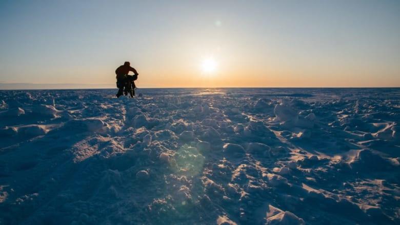هذا الرجل قاد دراجته الهوائية حول القطب الشمالي المتجمد