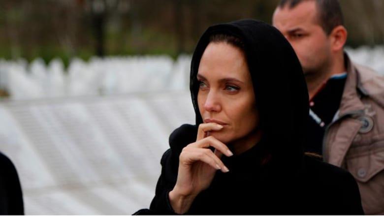 أنجلينا جولي تكتب لـCNN عن معاناة امرأة من زمن الحرب