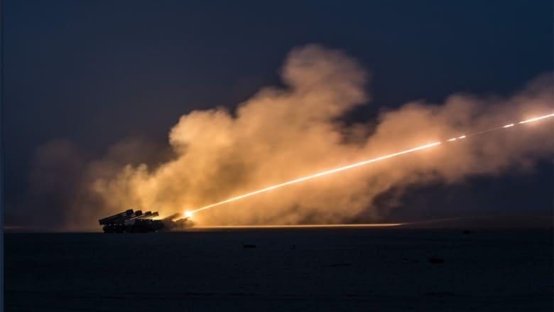 """القيادة المركزية الأمريكية تنشر صورا لإطلاق جيش الكويت صواريخ """"سميرج"""" بتدريبات"""
