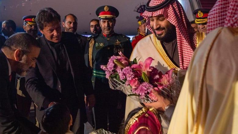 الصور الأولى لوصول ولي العهد السعودي إلى باكستان