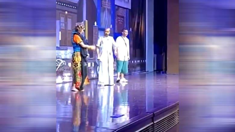 تداول فيديو رد الفنان الكويتي طارق العلي على مهاجمي السعودية على المسرح