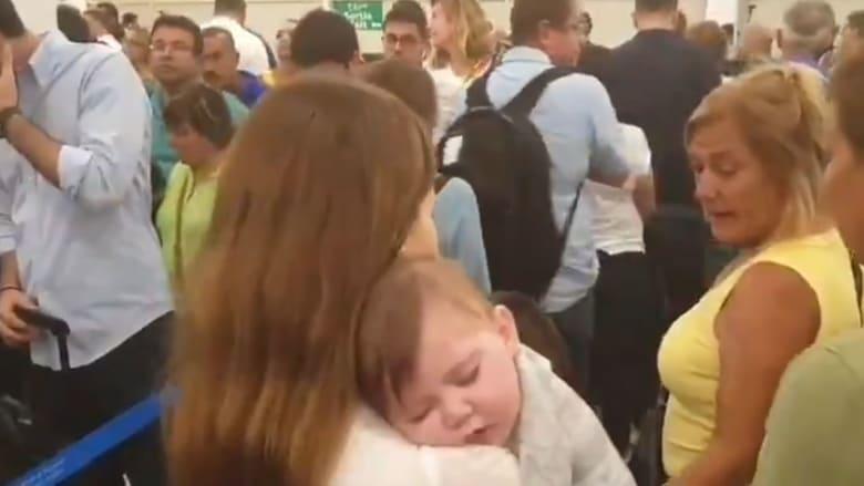 نانسي عجرم تنشر فيدو حاملة ابنتها بمطار بيروت: هيدا لبنان اللي بدكن تشجعوا السواح يزوروه؟