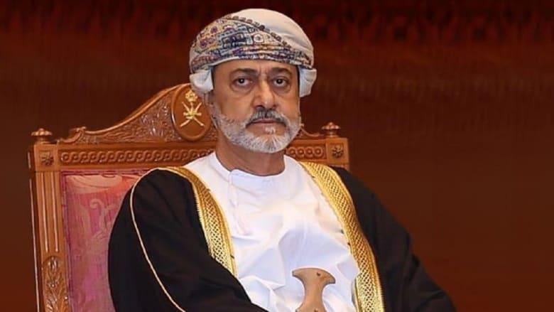 سلطان عُمان يعدل علم السلطنة ونشيدها الوطني