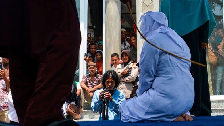 صو رة ارشيفية لتنفيذ عقوبة الجلد في إندونيسيا العالم 2019