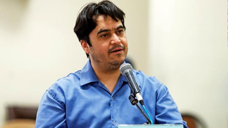 صورة ارشيفية للصحفي روح الله زم خلال جلسة محاكمة بإيران في 2 يونيو 2020