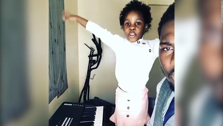 ميشيل أوباما تنشر فيديو مؤثر لأب يغني مع ابنته