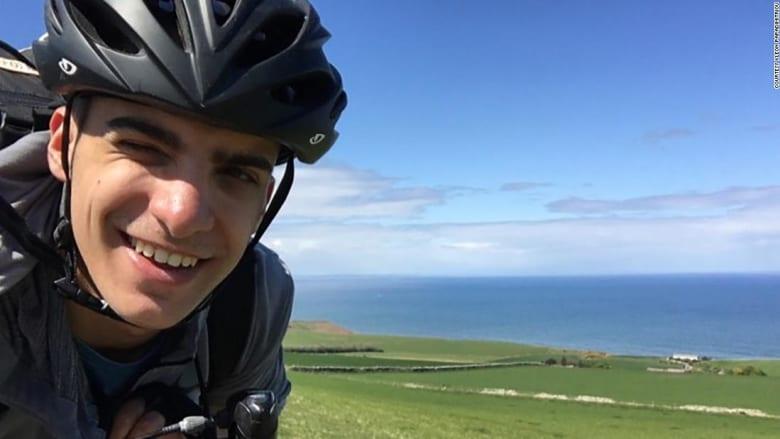 بعد إلغاء الرحلات الجوية بسبب كورونا.. طالب يسافر من اسكتلندا إلى أثينا خلال 48 يوماً على دراجته