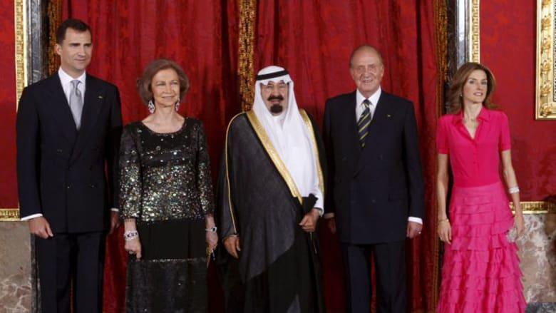 صورة أرشيفية للملك السعودي الراحل عبدالله بن عبدالعزيز وعلى يساره الملك خوان كارلوس في مدريد العام 2008