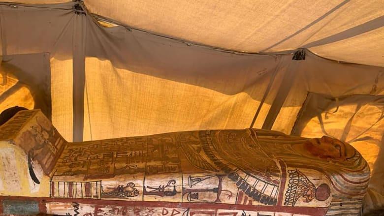 اكتشاف بئر جديدة بها 14 تابوتاً آدمياً بمنطقة آثار سقارة في مصر