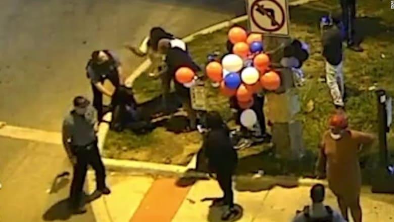 فيديو يظهر لحظة اعتقال امرأة حامل سوداء بينما يجثو شرطي على ظهرها