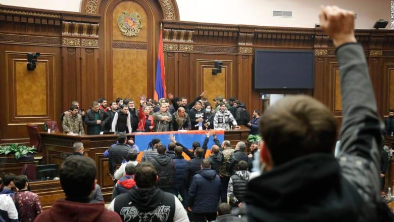 201110020928-01-armenia-protest-1110-super-169.jpg