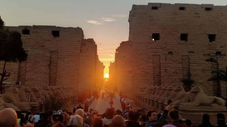 مصر تشهد ظاهرة تعامد الشمس على المحور الرئيسي لمعبد الكرنك بالأقصر