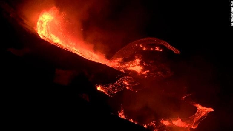 شاهد لحظة ثوران بركان كيلويا في جزيرة هاواي