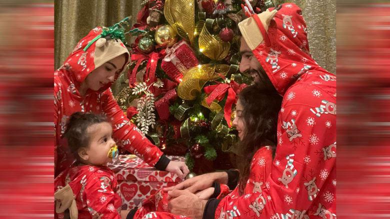 محمد صلاح مع عائلته